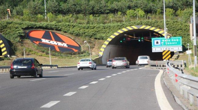 Bolu'da bayram tatili dönüşü TEM'de trafik yoğunluğu