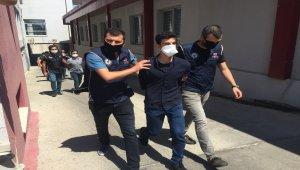 Adanalı gençler için HDP il binasında filmle PKK için ikna seansı yapmışlar