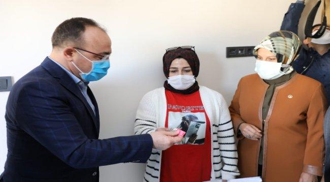 Elazığ'da ilk biten deprem konutları hak sahiplerine teslim edilmeye başladı
