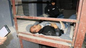 Polisten kaçan hırsız inşaattan düşüp yaralandı