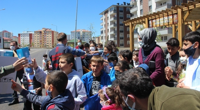 Erzurum'da faytonla 'Arafalık' hediyeler dağıtıldı