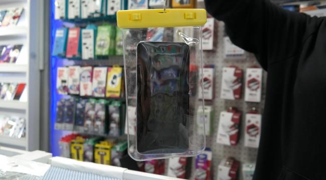 Su geçirmez kılıf ile cep telefonu ile denize girmek mümkün